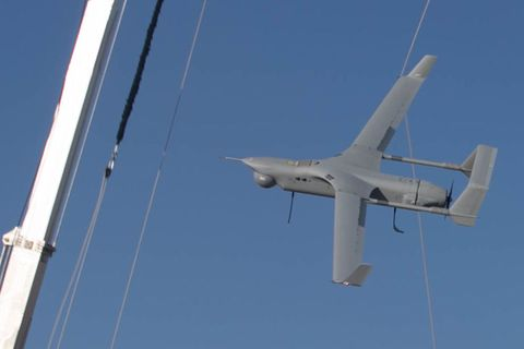 Airplane, Sky, Vehicle, Aircraft, Aerospace engineering, Aviation, Airline, Flap, Air travel, Wing,