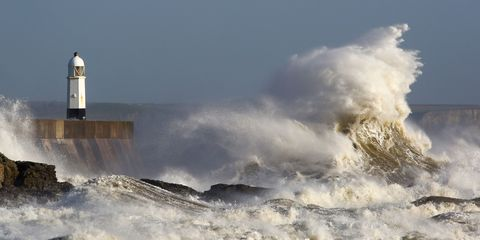 big-waves-wales-lighthouse.jpg
