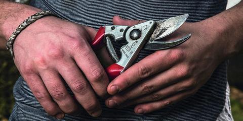 Multi-tool, Hand, Tool, Finger, Nail, Cutting tool, Knife, Blade, Hand tool,