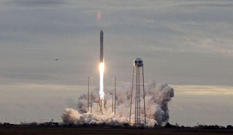 Rocket, space shuttle, Missile, Spacecraft, Vehicle, Sky, Spaceplane, Aerospace engineering, Pollution, Atmosphere,