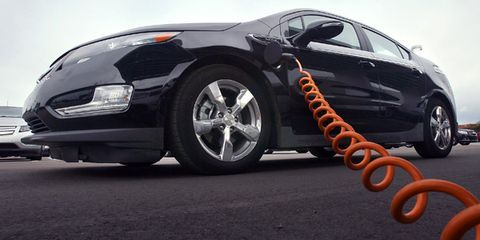 Tire, Motor vehicle, Wheel, Automotive design, Automotive tire, Mode of transport, Vehicle, Automotive wheel system, Automotive exterior, Alloy wheel,