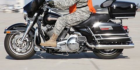 Motorcycle, Tire, Automotive design, Fuel tank, Land vehicle, Vehicle, Shoe, Automotive tire, Helmet, Automotive lighting,