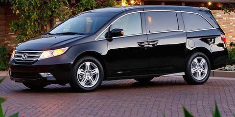 Tire, Wheel, Mode of transport, Automotive tire, Automotive mirror, Vehicle, Land vehicle, Transport, Car, Alloy wheel,