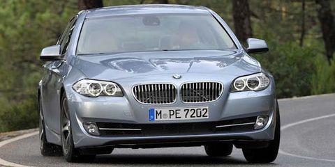 Motor vehicle, Road, Mode of transport, Automotive design, Vehicle, Vehicle registration plate, Road surface, Asphalt, Infrastructure, Grille,