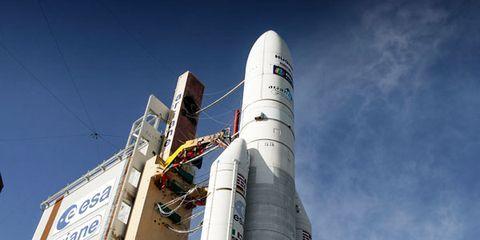 Daytime, Sky, Atmosphere, Aerospace engineering, Space, Spacecraft, Rocket, Engineering, Cylinder, Aircraft,