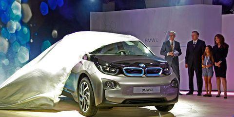 Automotive design, Vehicle, Event, Car, Personal luxury car, Auto show, Luxury vehicle, Exhibition, Performance car, Concept car,