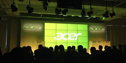 Lighting, Green, Stage equipment, Ceiling, Electricity, Stage, Logo, Projection screen, Projector accessory, Music venue,
