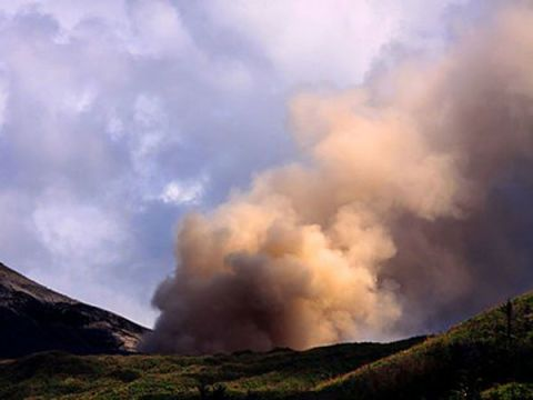 7 Volcanoes We Should Be Watching For Impending Eruptions