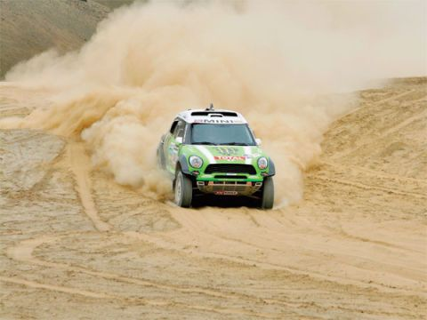 Automotive design, Vehicle, Land vehicle, Dust, Sand, Motorsport, Landscape, Automotive exterior, Off-roading, Car,