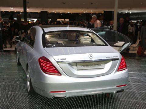 Automotive design, Vehicle, Vehicle registration plate, Car, Mercedes-benz, Personal luxury car, Mid-size car, Sedan, Luxury vehicle, Full-size car,