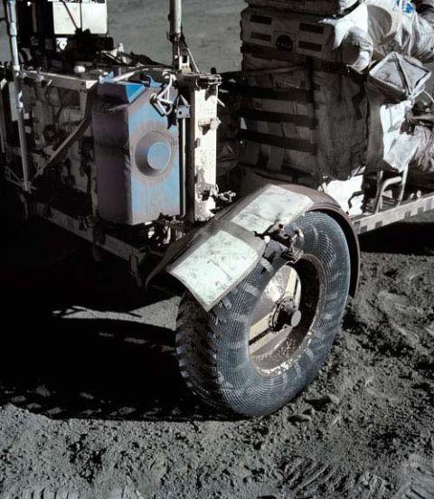Automotive tire, Auto part, Automotive wheel system, Tread, Synthetic rubber, Machine, Tire care, Rolling,