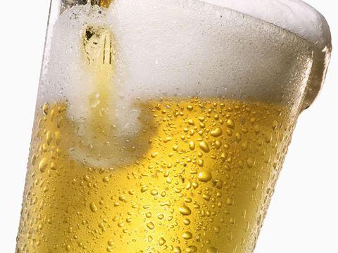 Liquid, Fluid, Drinkware, Yellow, Drink, Beer, Alcoholic beverage, Alcohol, Barware, Tableware,