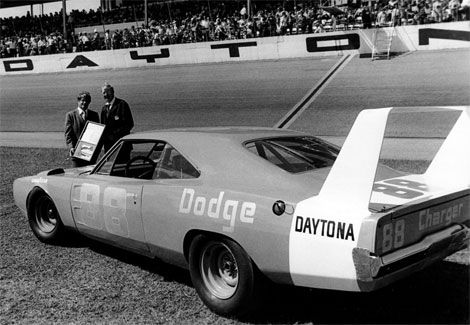 daytona\u0027s top ten nascar stock cars1 1969 dodge charger daytona and 1970 plymouth superbird