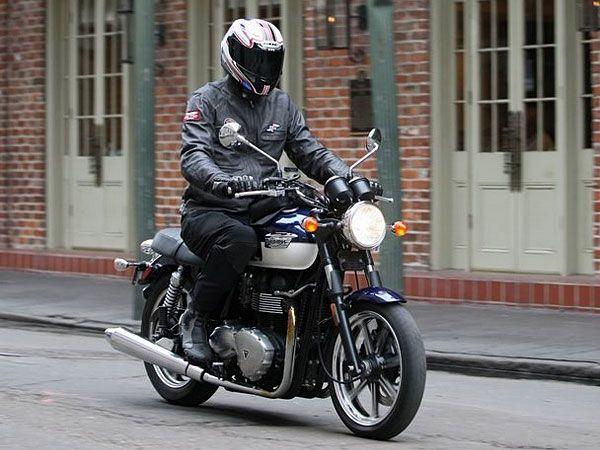 2009 Triumph Bonneville SE Test Ride: Old-School Icon Gains Modern
