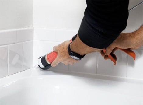How To Caulk A Bathroom How To Caulk Your Bathtub Neatly Diy Home