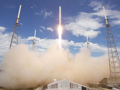 Sky, Atmosphere, Landmark, Atmospheric phenomenon, Space, Pollution, Telecommunications engineering, Cellular network, Aerospace engineering, Transmitter station,