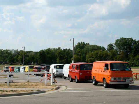 Motor vehicle, Mode of transport, Transport, Vehicle, Land vehicle, Van, Automotive parking light, Compact van, Minivan, Pole,