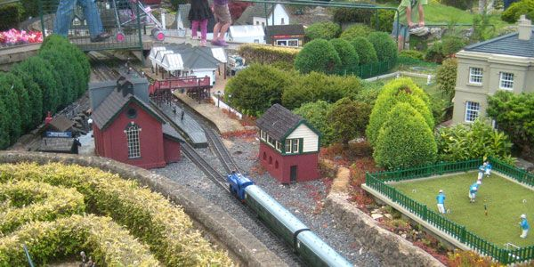 The World\'s Largest, Smallest, and Strangest Model Trains