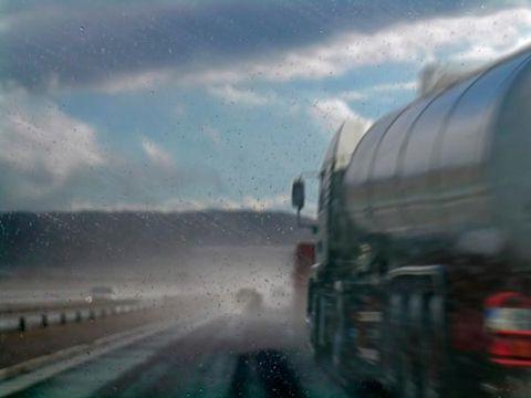 Mode of transport, Transport, Infrastructure, Cloud, Road, Atmospheric phenomenon, Travel, Windshield, Public transport, Highway,