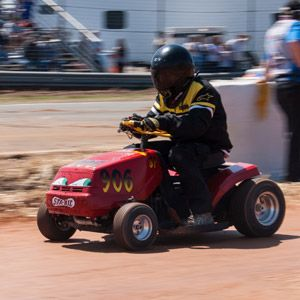Lawn Mower Racing >> The Finely Manicured Madness Of Lawnmower Racing