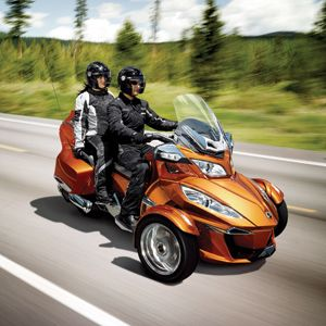 2014 can am spyder rt the three wheeler bulks up. Black Bedroom Furniture Sets. Home Design Ideas