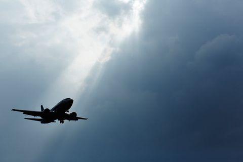 Airplane, Sky, Air travel, Aircraft, Aviation, Airline, Vehicle, Aerospace engineering, Flight, Daytime,