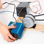 Producto, Dedo, Dispositivo electrónico, Lente, Fotografía, Cámaras y óptica, Tecnología, Cámara de película, Gadget, Electrónica,