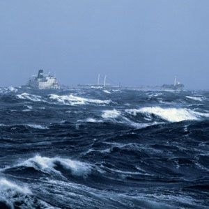How Ships Survive A Hurricane At Sea - Cruise ship hits rough seas