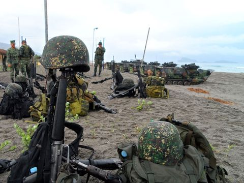Soldier, Military person, Military uniform, Army, Military camouflage, Military organization, Military, Helmet, Marines, Squad,