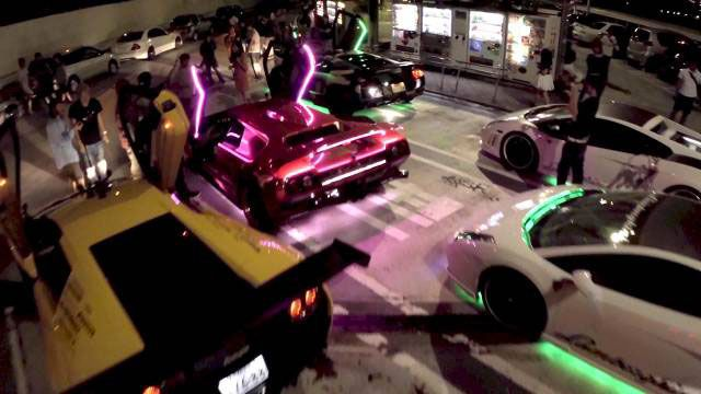 Watch the Car Freaks Come Out at Night in Tokyo