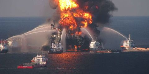 Explosion, Vehicle, Watercraft, Pollution, Ship, Oil rig, Event, Fire, Smoke, Boat,