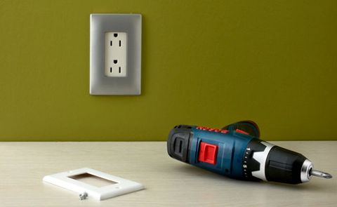 Screwless outlet cover