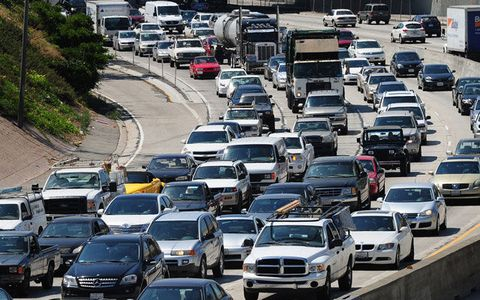 Motor vehicle, Mode of transport, Land vehicle, Vehicle, Automotive parking light, Transport, Car, Automotive mirror, Traffic, Automotive side-view mirror,