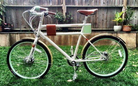 Bicycle tire, Tire, Bicycle frame, Wheel, Bicycle wheel rim, Bicycle fork, Bicycle wheel, Bicycle saddle, Bicycle part, Bicycle handlebar,