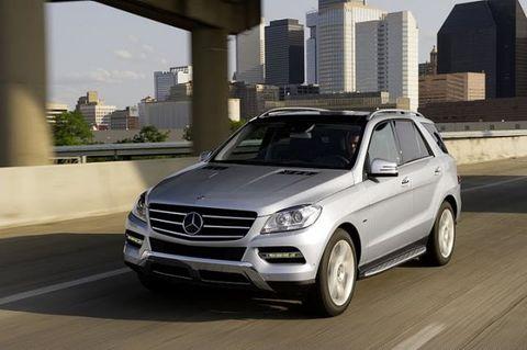 Tire, Automotive design, Vehicle, Alloy wheel, Rim, Grille, Car, Mercedes-benz, Automotive parking light, Automotive mirror,