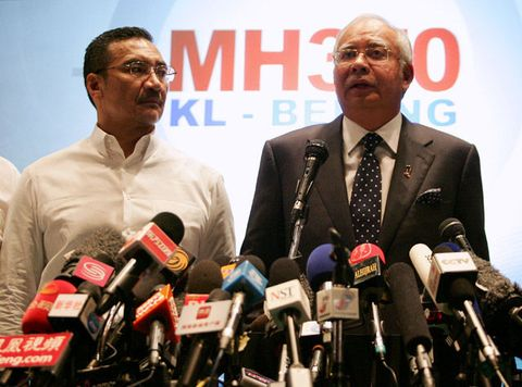 Datuk Hishammuddin Hussein (L), acting Minister of Transport and Malaysian Prime Minister Najib Abdul Razak update the media on the search and rescue plan for the missing MAS Airlines flight MH370 during a press conference on March 15, 2014