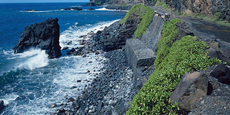 The Worlds Strangest Roadways Gallery - 18 incredible cliff side dwellings around world