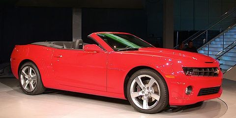 Tire, Wheel, Mode of transport, Automotive design, Automotive tire, Vehicle, Automotive wheel system, Alloy wheel, Rim, Car,