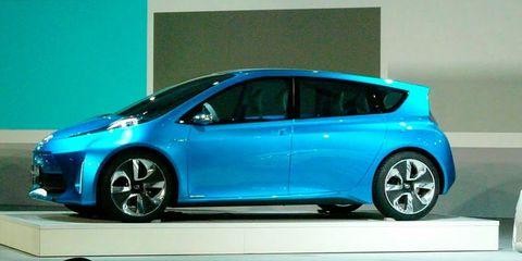 Tire, Wheel, Mode of transport, Automotive design, Transport, Vehicle, Automotive mirror, Automotive wheel system, Car, Hatchback,