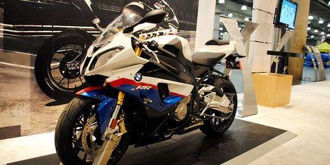 Tire, Wheel, Motor vehicle, Motorcycle, Automotive design, Mode of transport, Automotive tire, Transport, Automotive wheel system, Rim,
