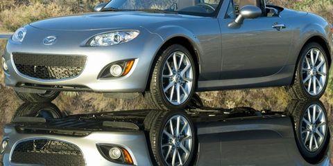 Tire, Wheel, Mode of transport, Automotive design, Vehicle, Land vehicle, Automotive mirror, Headlamp, Rim, Car,