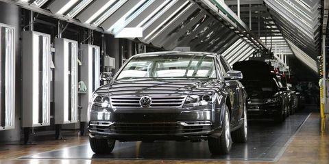 Motor vehicle, Automotive design, Vehicle, Grille, Automotive lighting, Automotive parking light, Automotive exterior, Headlamp, Rim, Car,