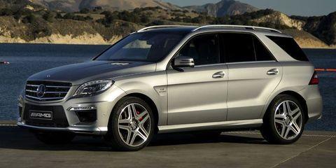 Tire, Wheel, Alloy wheel, Automotive design, Vehicle, Land vehicle, Rim, Automotive tire, Spoke, Car,