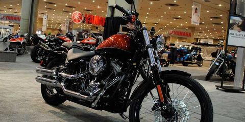 Tire, Wheel, Motor vehicle, Motorcycle, Automotive design, Automotive tire, Fuel tank, Automotive lighting, Rim, Spoke,