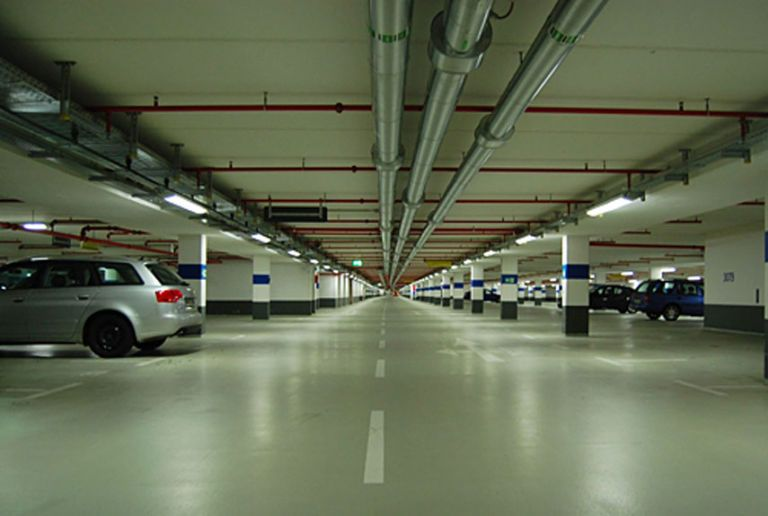 The world 39 s 18 strangest parking garages parking garage for Garage market cars montpellier