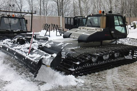 The massive snow groomer is powered by a six-cylinder 520-hp turbocharged Caterpillar engine. The fuel tank holds 300 liters, and the machine burns 10.73 gallons of gas per hour (as opposed to the 6.84 gallons of smaller, 350-hp snow groomers).