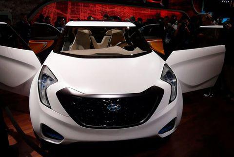 Automotive design, Automotive lighting, Headlamp, Light, Glass, Automotive light bulb, Supercar, Design, Bumper, Personal luxury car,