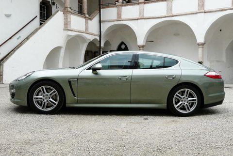 Tire, Wheel, Mode of transport, Automotive design, Vehicle, Rim, Alloy wheel, Car, White, Personal luxury car,