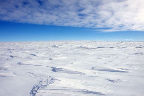 Daytime, Atmosphere, Winter, Horizon, Ice cap, Azure, Glacial landform, Freezing, Cumulus, Space,