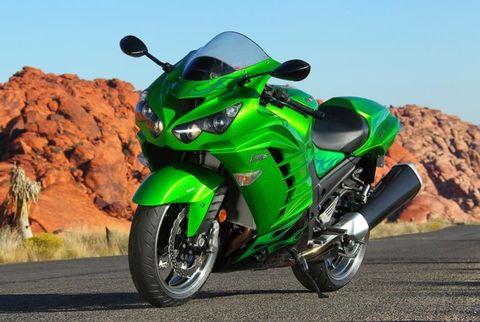 Motor vehicle, Motorcycle, Automotive design, Green, Road, Road surface, Automotive tire, Landscape, Asphalt, Motorcycle fairing,
